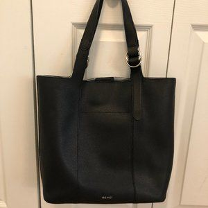 NINE WEST LEATHER BAG IN VERY GOOD CONDITION.